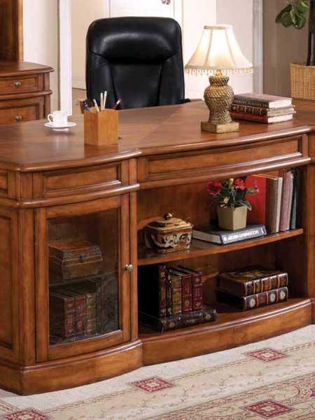 میز کلاسیک چوبی